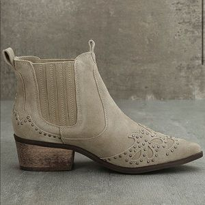 Amuse Society x Matisse Backstage Taupe Suede Boot